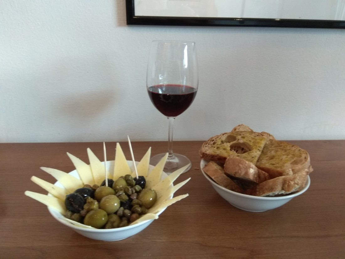 Cheese and olives tapas